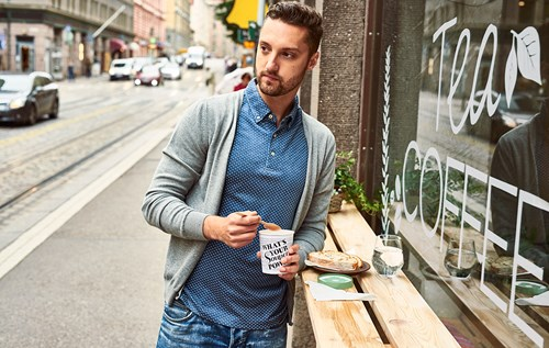 Man with disposable coffee cup