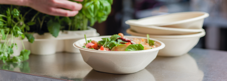 PureFiber salad bowls are made of renewable materials, recyclable and plastic-free